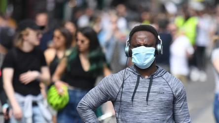 WHO advises people to wear mask in public places