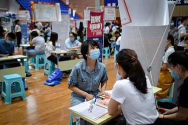 China\'s young jobseekers struggle despite economic recovery