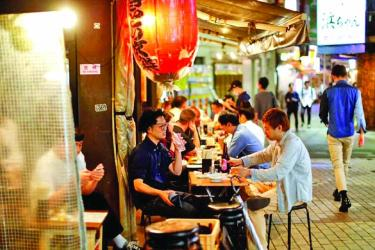 In Tokyo\'s lockdown, some drink on even after time to shut